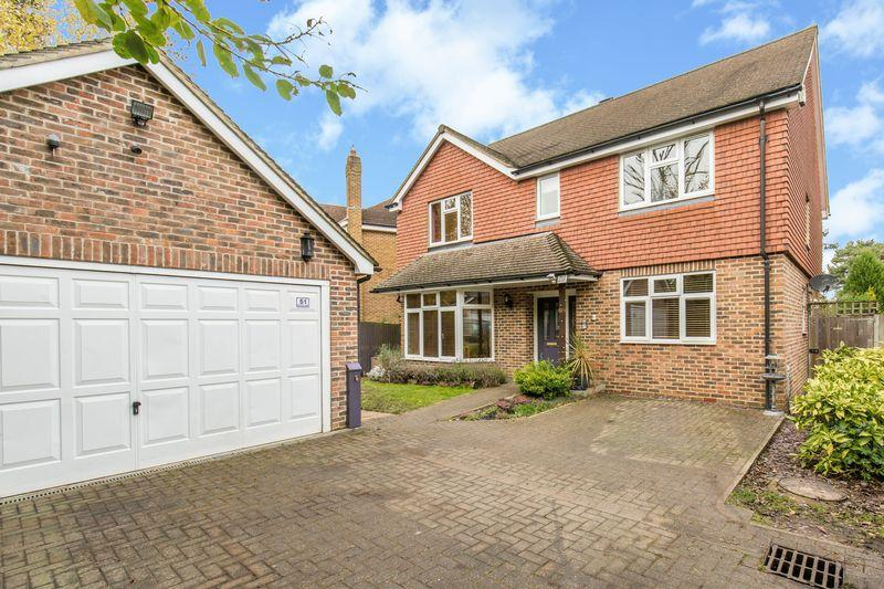 5 Bedrooms Detached House for sale in Buxton Lane, Caterham
