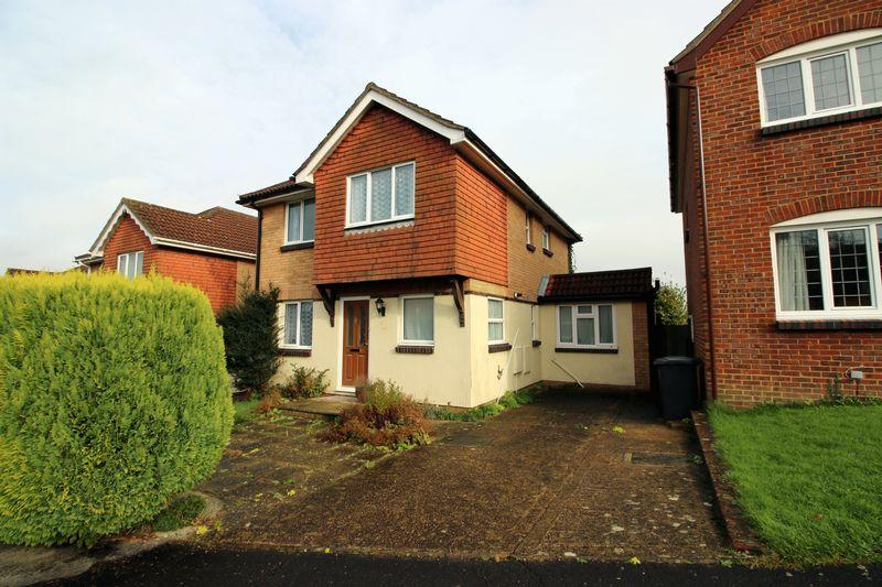 4 Bedrooms Detached House for sale in Farriers Way, Uckfield, East Sussex