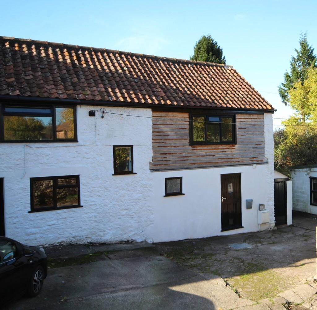 4 Bedrooms Semi Detached House for sale in A short walk from the village pub
