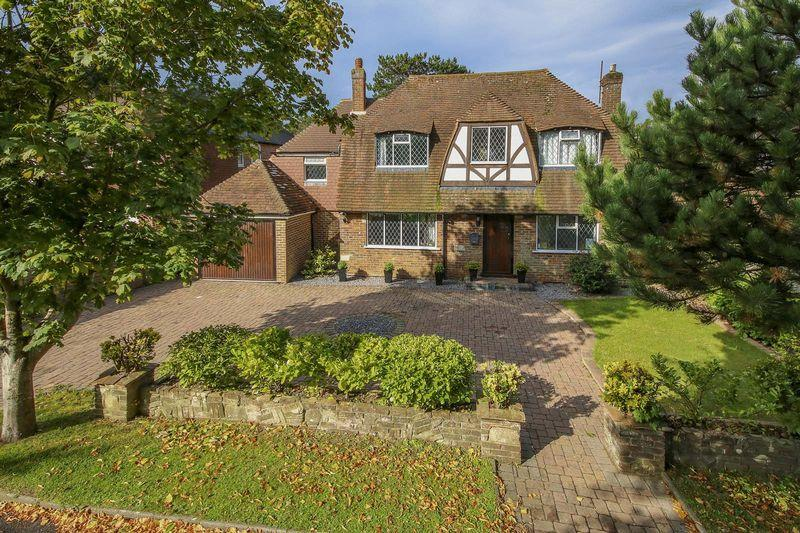 4 Bedrooms Detached House for sale in Private Sea Estate, Rustington