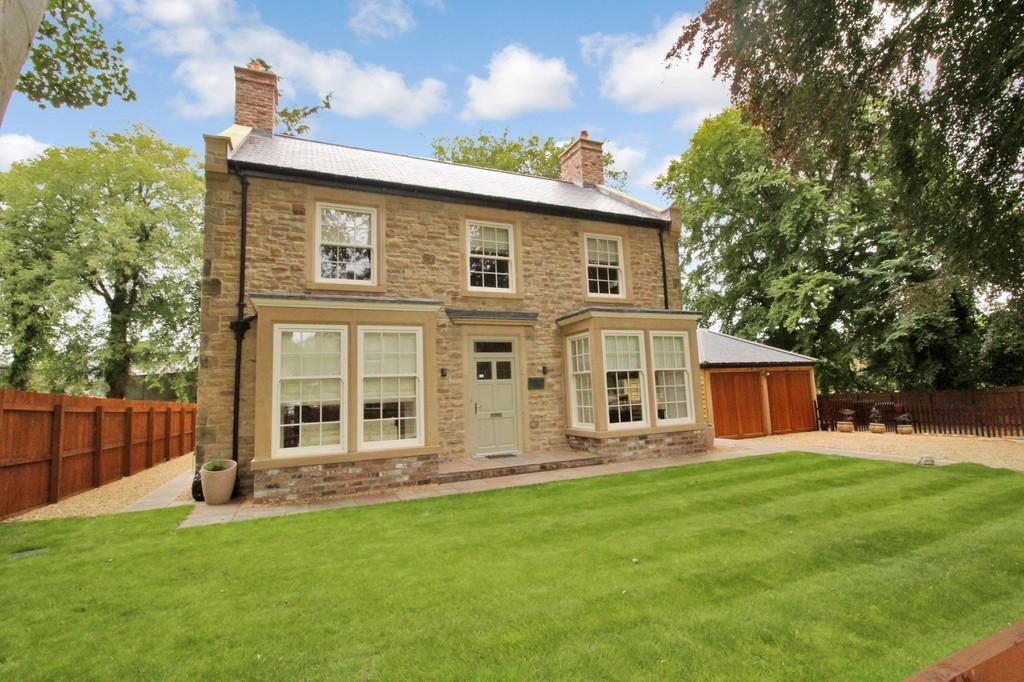 4 Bedrooms Detached House for sale in Allendale Road, Hexham