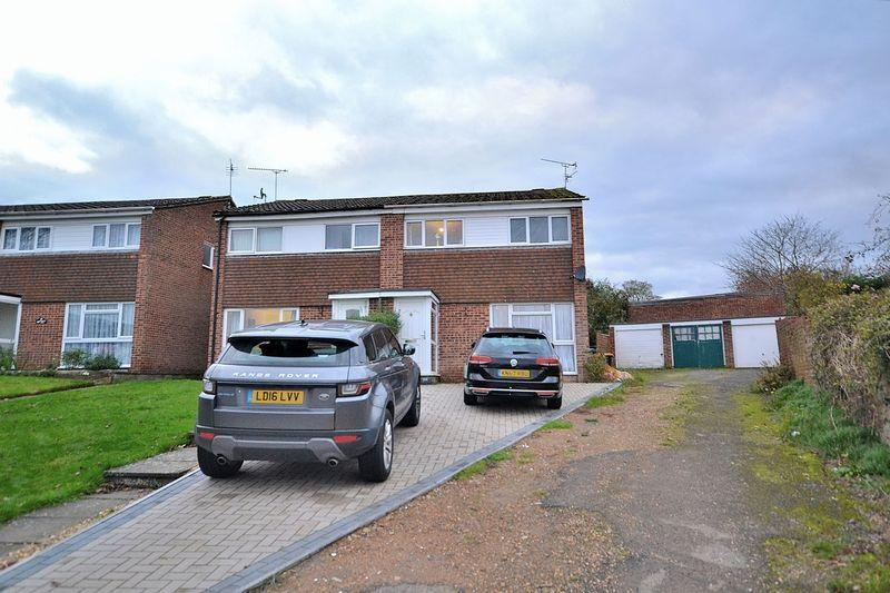 3 Bedrooms Semi Detached House for sale in Knaves Hill, Leighton Buzzard