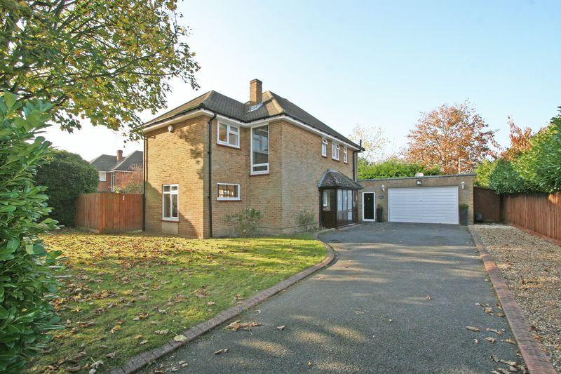 4 Bedrooms Detached House for sale in Church Road, Farnham Royal