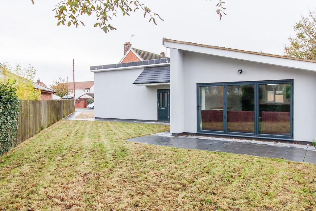 3 Bedrooms Detached Bungalow for sale in Dale Way, Sawston