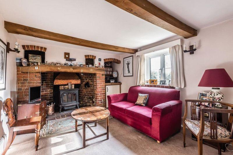 3 Bedrooms Semi Detached House for sale in MID HOLMWOOD