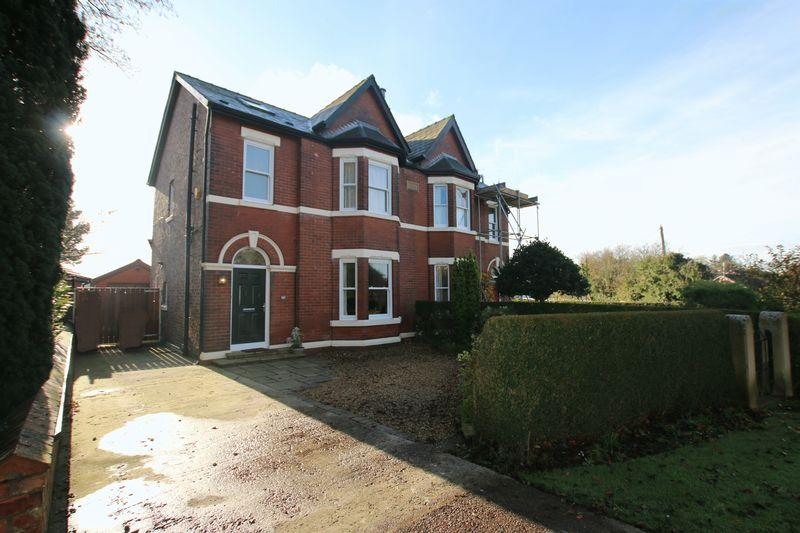 4 Bedrooms Semi Detached House for sale in Royalty Lane, New Longton