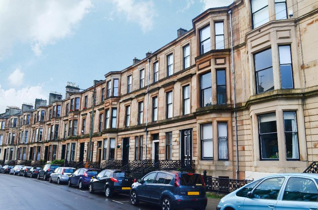 3 Bedrooms Flat for sale in Dowanside Road, Dowanhill, Glasgow, G12 9DA
