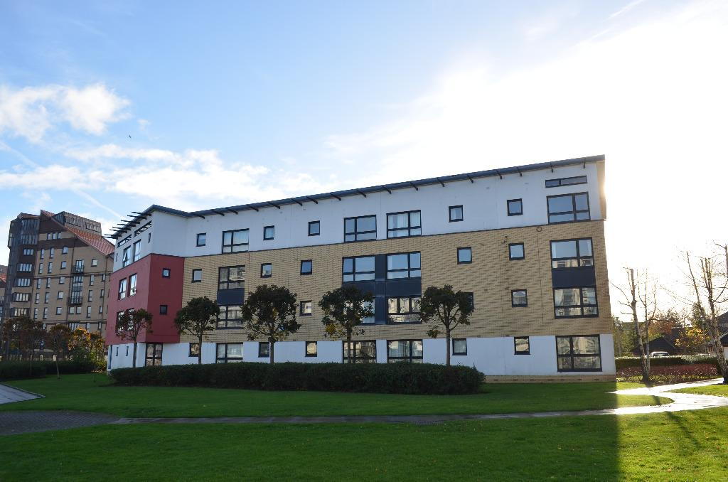 2 Bedrooms Flat for sale in Mavisbank Gardens, Flat 2-2, Glasgow, G51 1HL