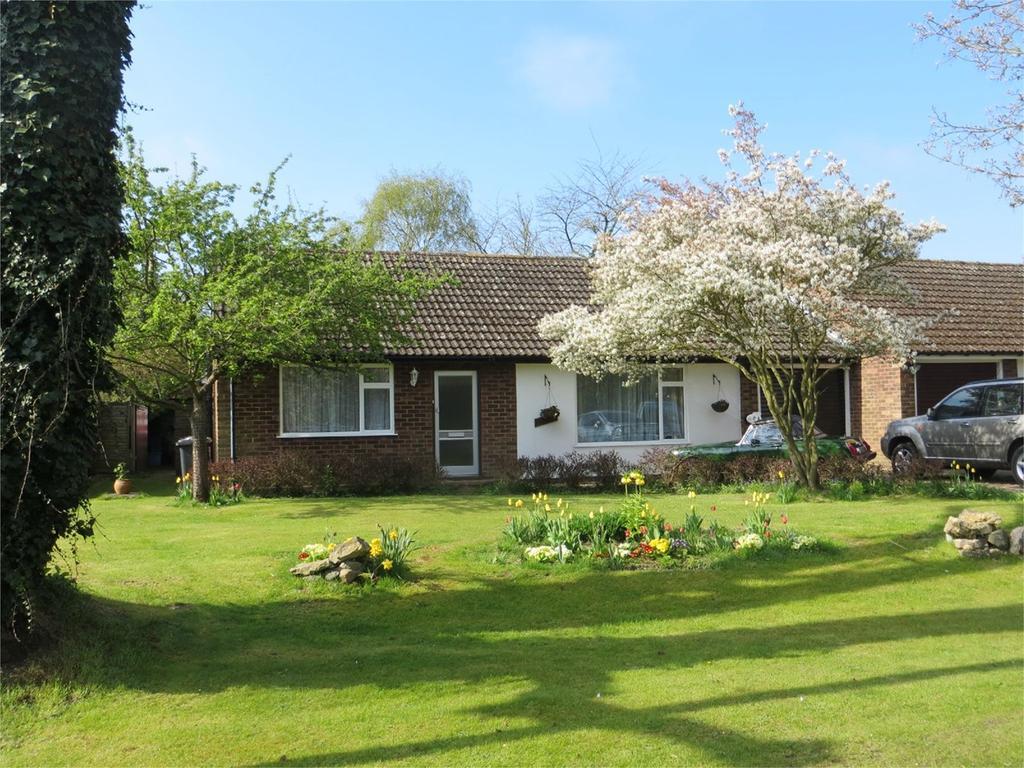 3 Bedrooms Detached Bungalow for sale in High Street, Hinxworth, Baldock, SG7