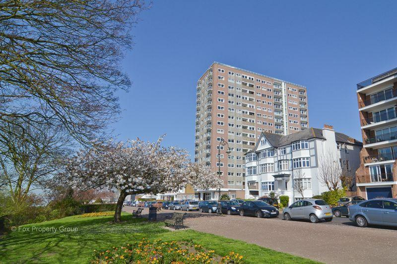 2 Bedrooms Apartment Flat for sale in Tower Court, Westcliff-On-Sea