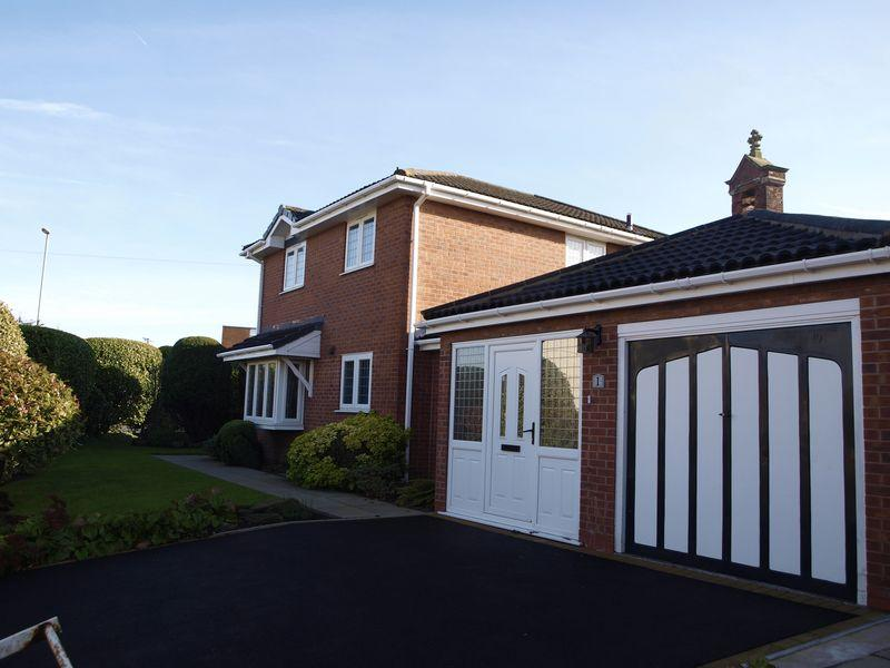 4 Bedrooms Detached House for sale in School Road North, Northwich, CW9 7RN