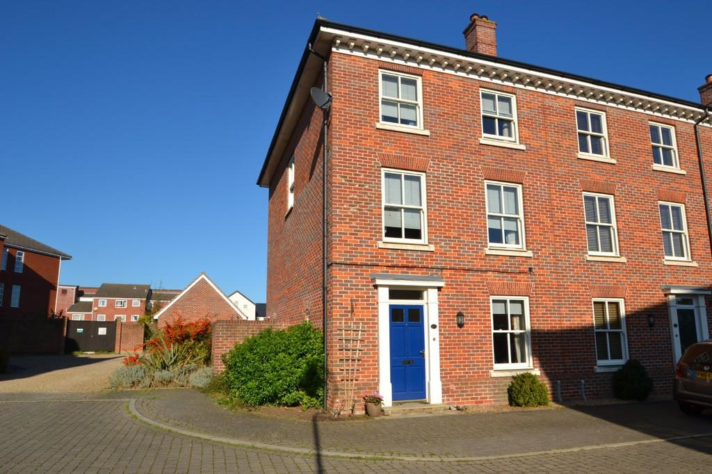 4 Bedrooms Town House for sale in St. Anthonys Crescent, Ipswich, IP4 4SY