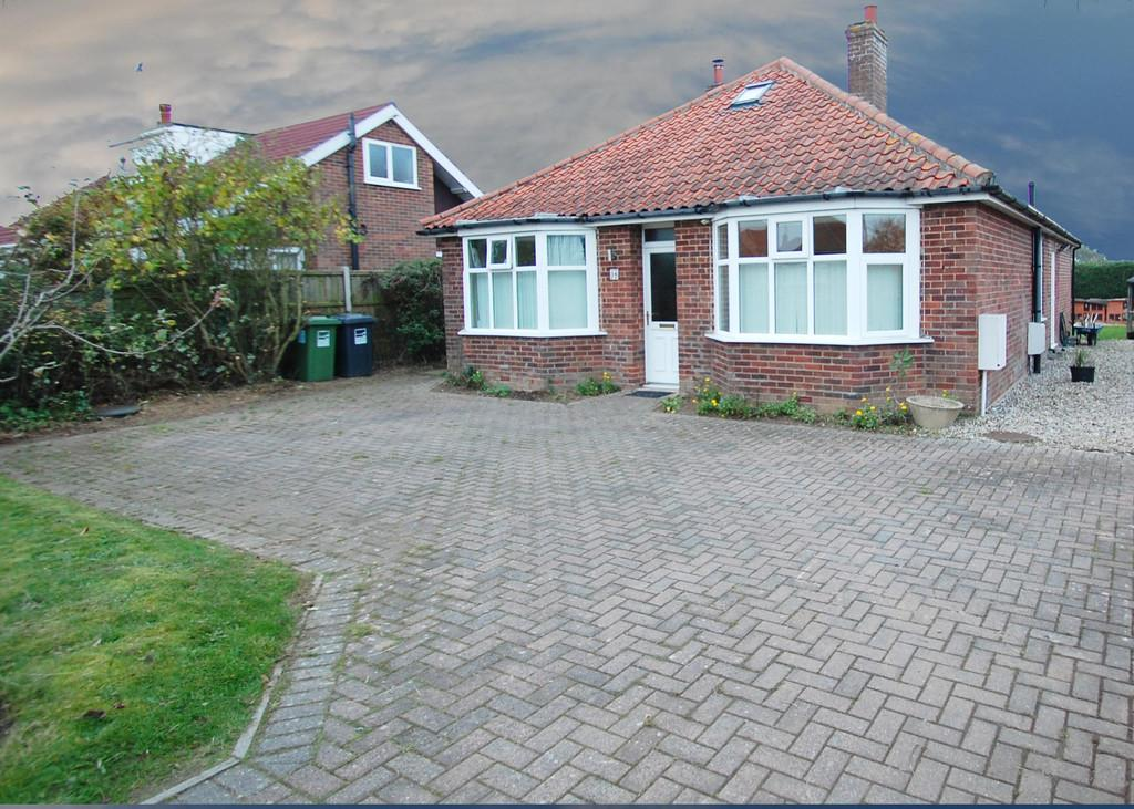 4 Bedrooms Detached Bungalow for sale in Skeyton Road, North Walsham