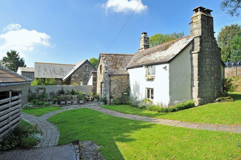 5 Bedrooms Detached House for sale in Hatchwell Hall and Lodge, Widecombe in the Moor