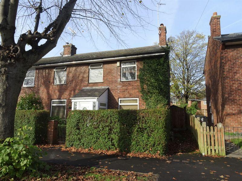 3 Bedrooms End Of Terrace House for sale in Cilcen Grove, Wrexham