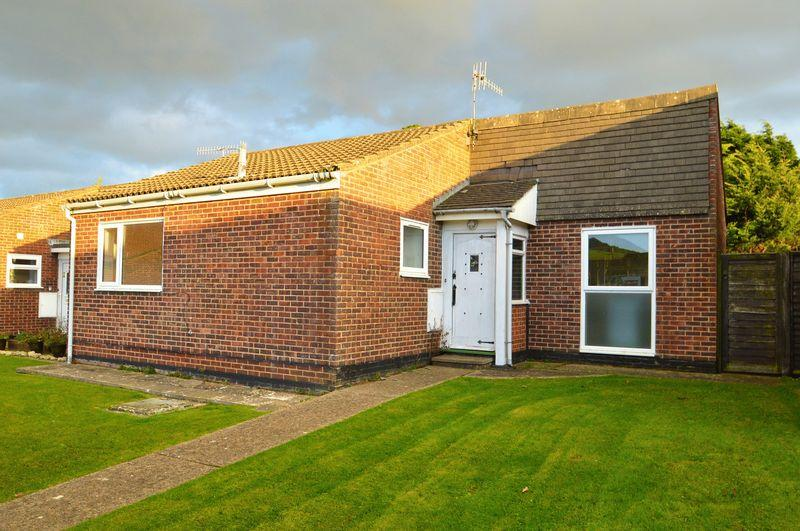 2 Bedrooms Detached Bungalow for sale in Brighstone PO30 4BX