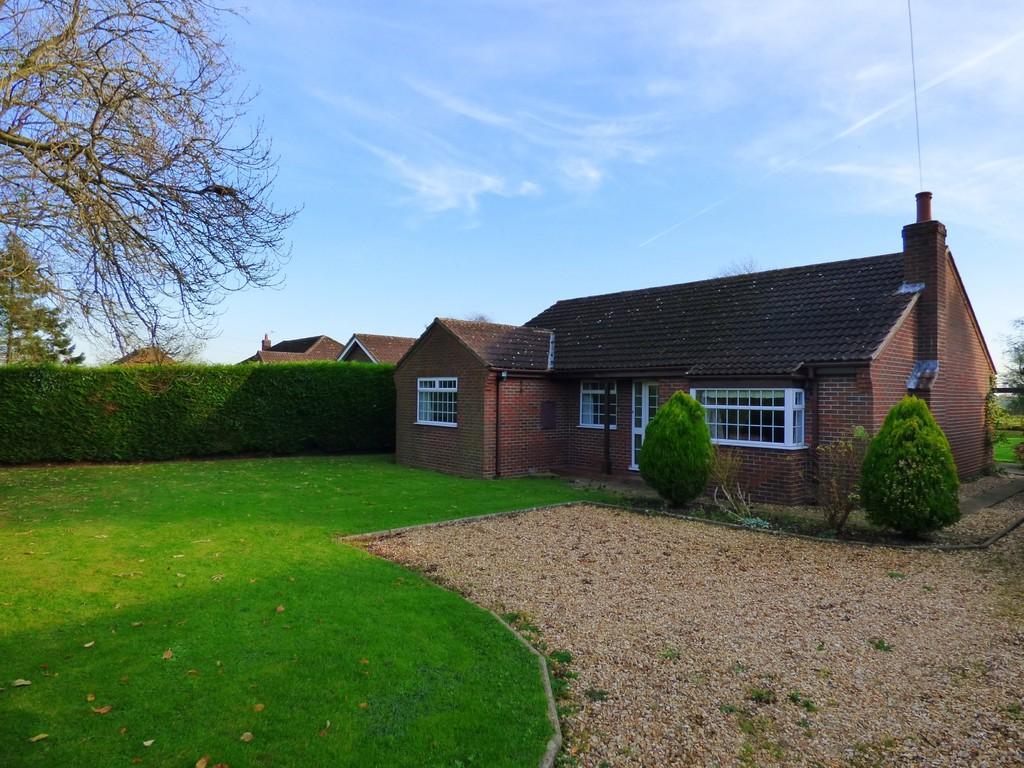3 Bedrooms Detached Bungalow for sale in Moor Road, North Owersby
