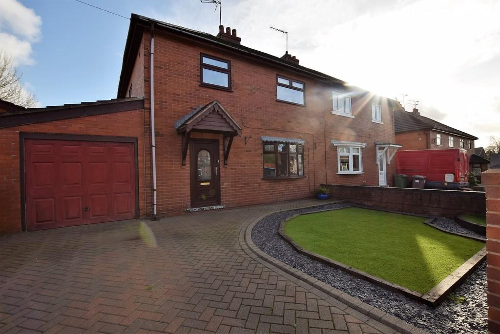 3 Bedrooms Semi Detached House for sale in Holt Crescent, Billinge, Nr Wigan