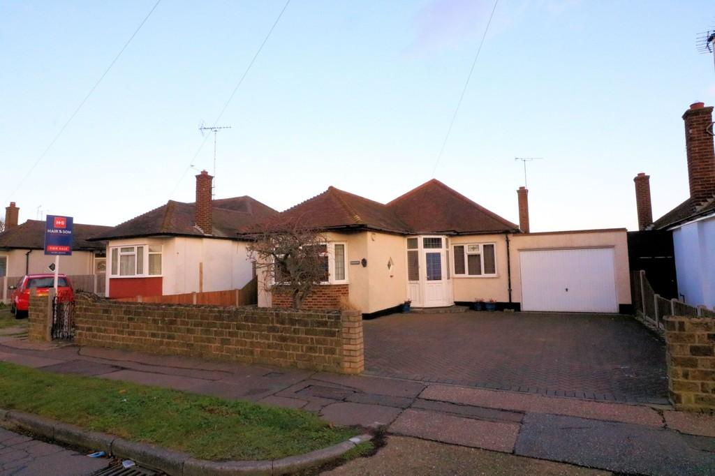 3 Bedrooms Detached Bungalow for sale in Arlington Road, THORPE BAY