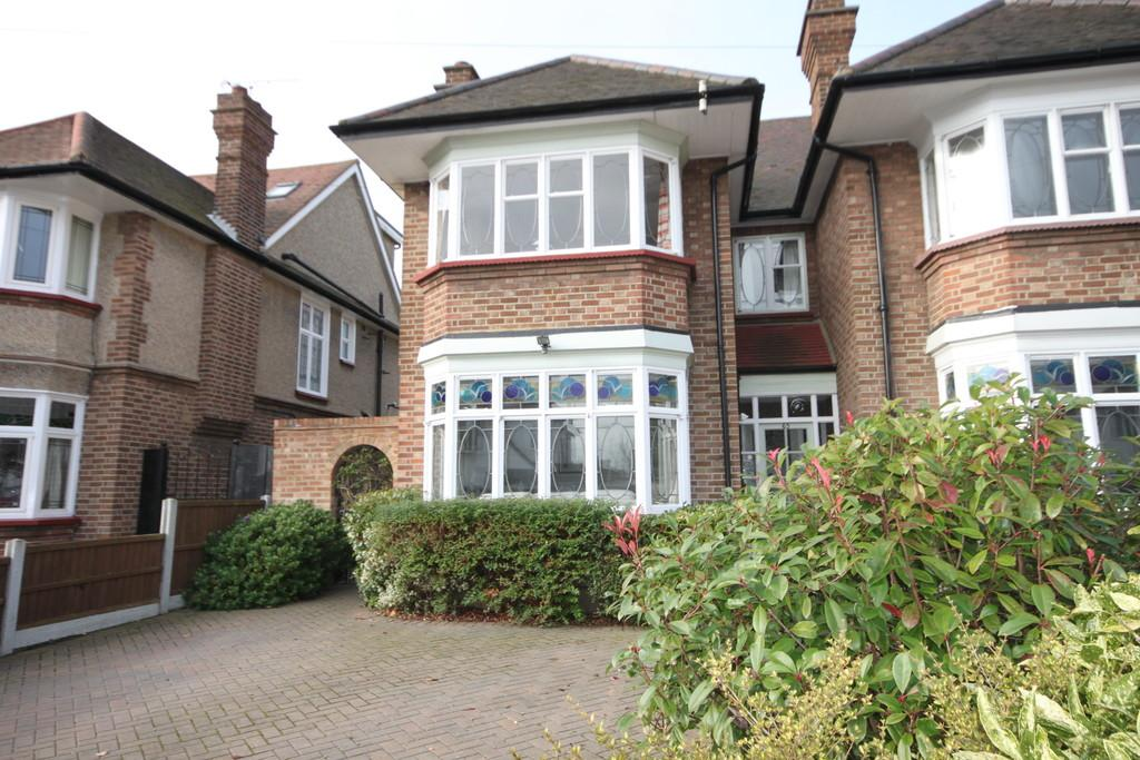 3 Bedrooms Semi Detached House for sale in Eastbourne Grove, Westcliff-on-Sea