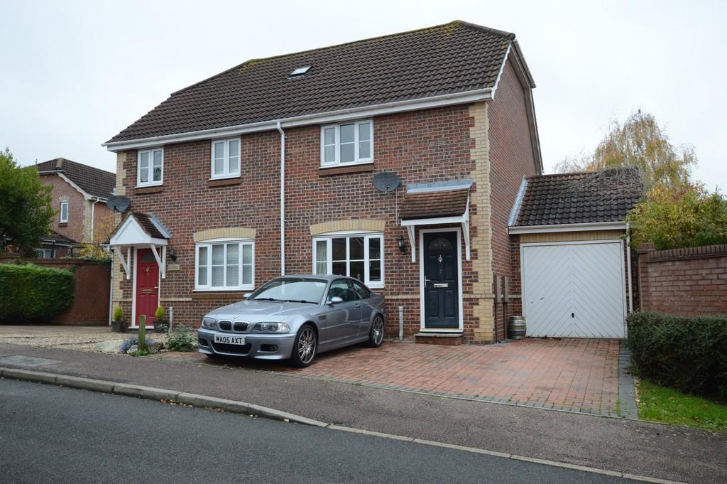 2 Bedrooms Semi Detached House for sale in Worcester Close, Bury St. Edmunds