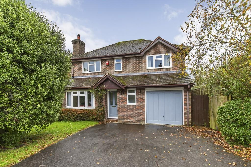 4 Bedrooms Detached House for sale in Cedarwood, Kings Worthy, Winchester, SO23