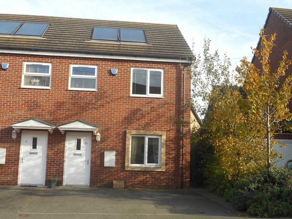 2 Bedrooms Semi Detached House for sale in Lambrell Avenue, Kiveton Park
