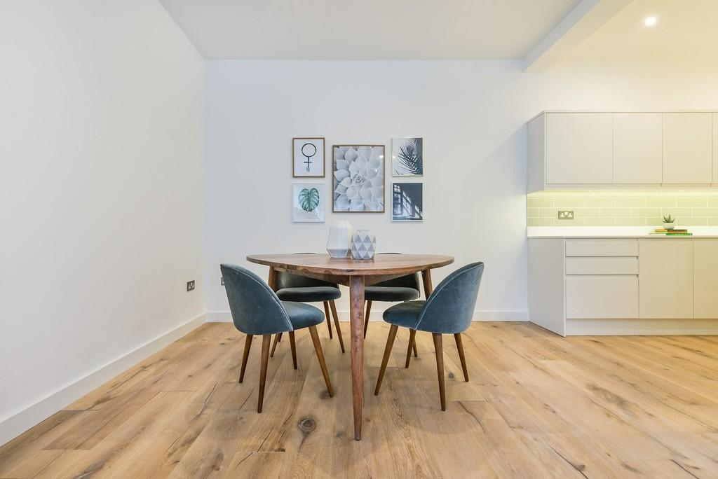 2 Bedrooms Terraced House for sale in Church Path, Wanstead