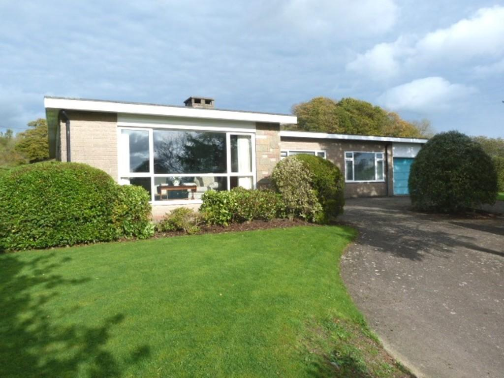 3 Bedrooms Detached Bungalow for sale in Sorrento, Bettws, Newtown
