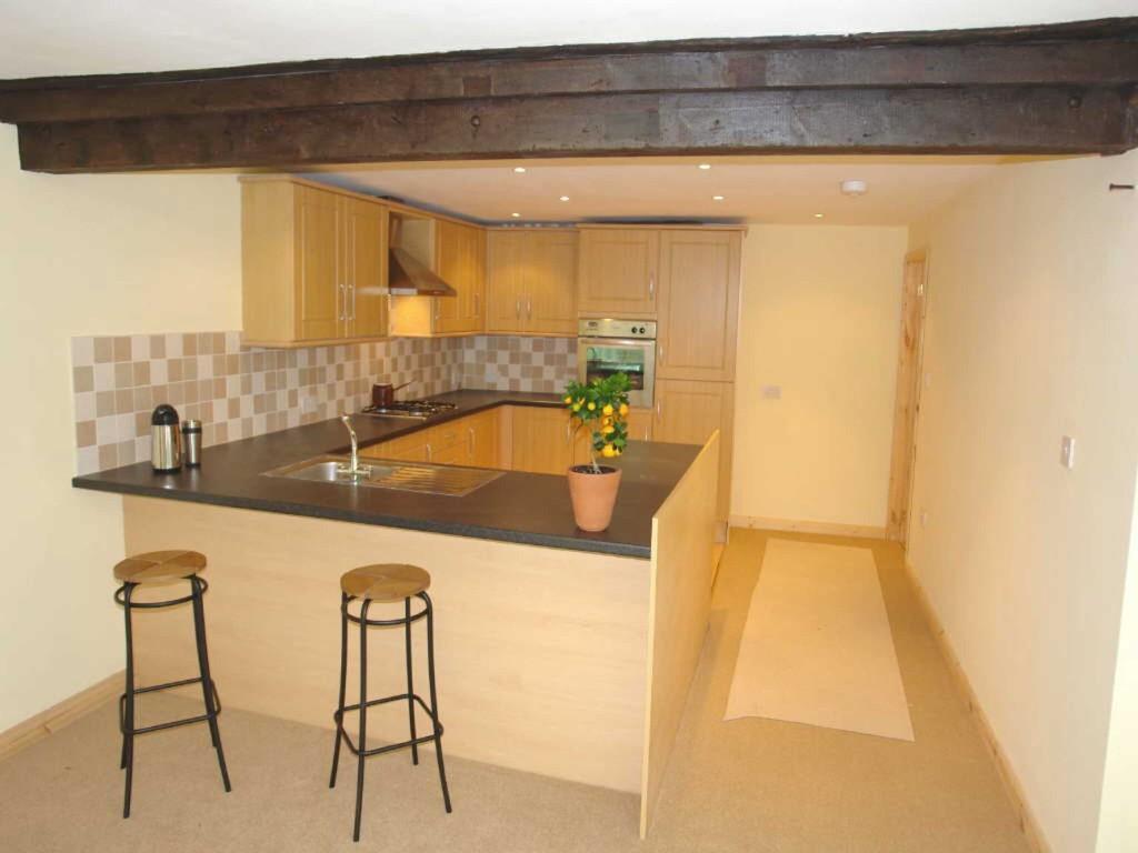 2 Bedrooms Detached Bungalow