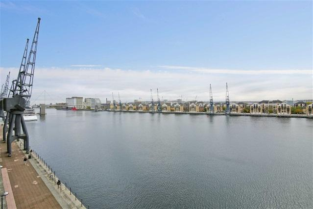 2 Bedrooms Flat for sale in Coral Apartments, 17 Western Gateway, Docklands