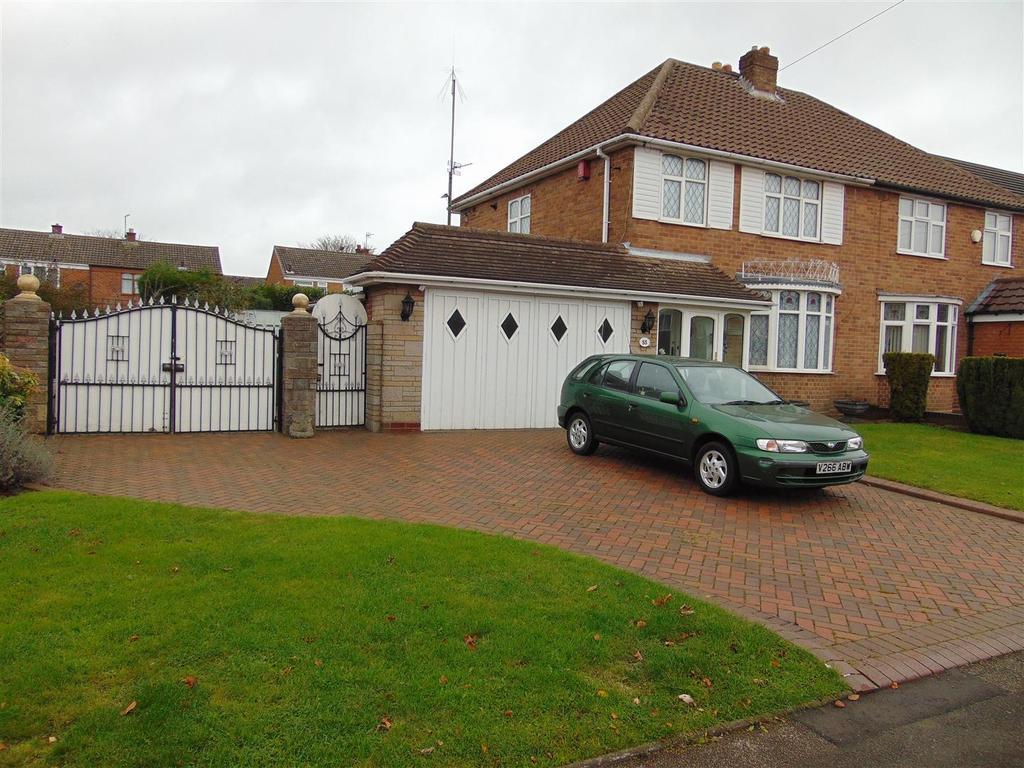 3 Bedrooms Semi Detached House for sale in Green Lane, Shelfield