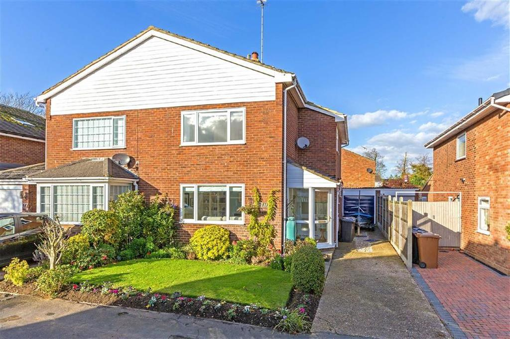3 Bedrooms Semi Detached House for sale in Monks Walk, Buntingford, Hertfordshire, SG9