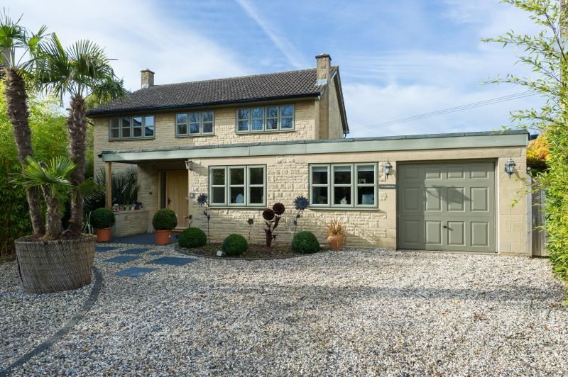 4 Bedrooms Detached House for sale in Ty Cymraeg, The Glebe, Standlake, Witney, Oxfordshire