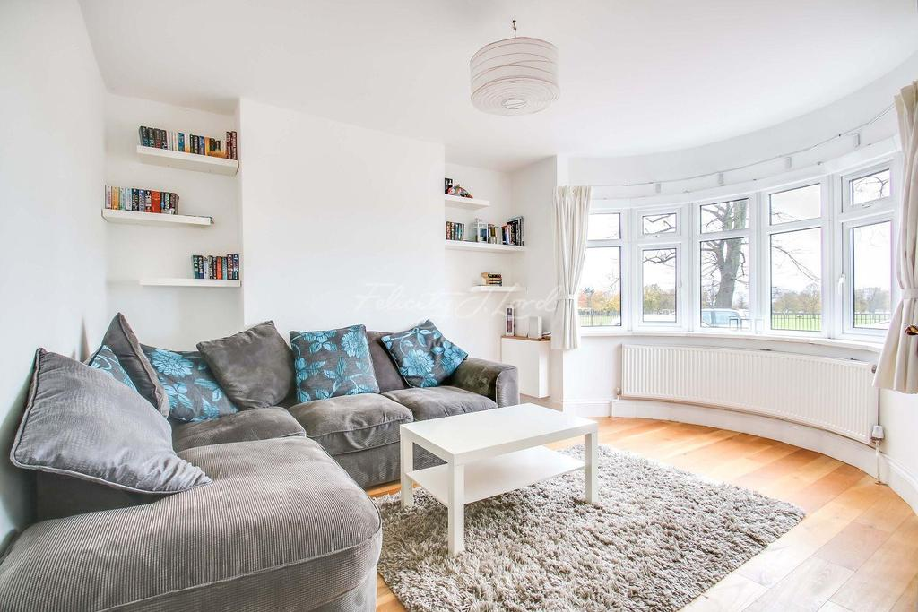 3 Bedrooms Semi Detached House for sale in Canberra Road, Charlton, SE7