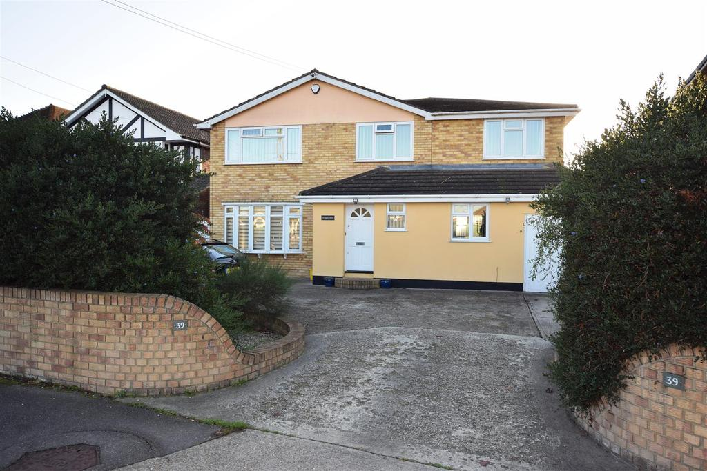 4 Bedrooms Detached House for sale in Central Wall Road, Canvey Island