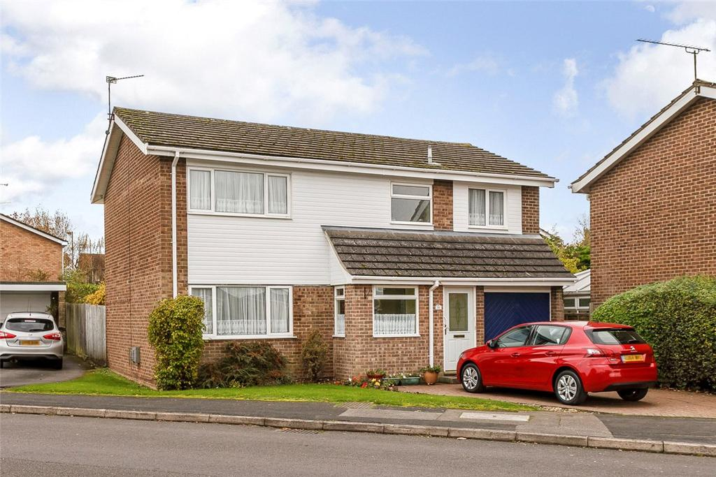 5 Bedrooms Detached House for sale in Columbine Road, Basingstoke, Hampshire, RG22