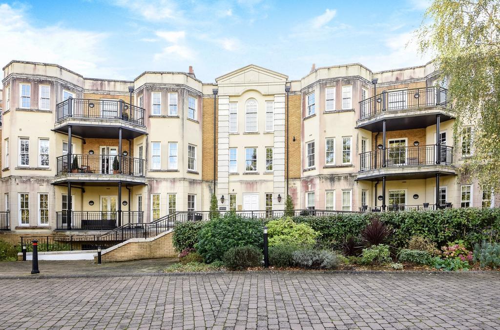 2 Bedrooms Flat for rent in Westerham Road Keston BR2