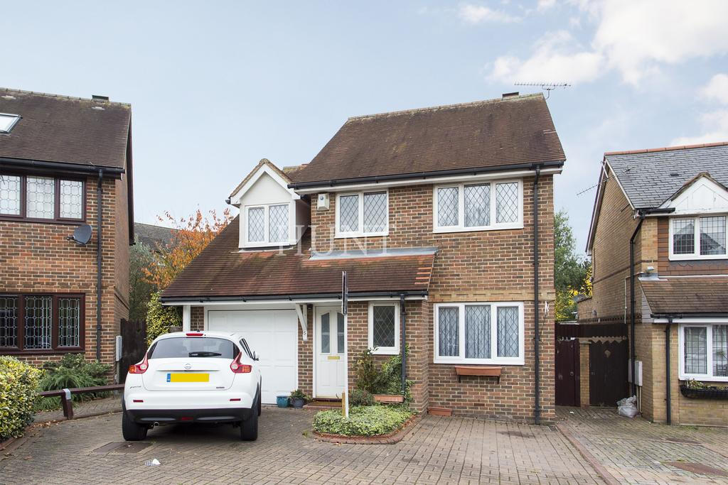 4 Bedrooms Detached House for sale in Grovewood Place, Woodfor Green IG8