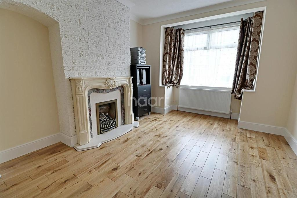 3 Bedrooms End Of Terrace House for sale in Clive Road, Enfield, EN1