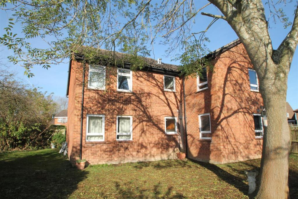 1 Bedroom Flat for sale in Gassons Road, Snodland