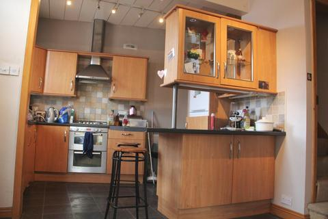 4 bedroom terraced house to rent - Beechwood Mount, Burley Park, LS4 2NQ