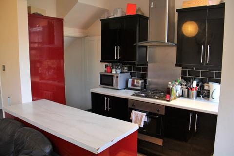 3 bedroom terraced house to rent - Haddon Avenue, Burley, LS4 2JF