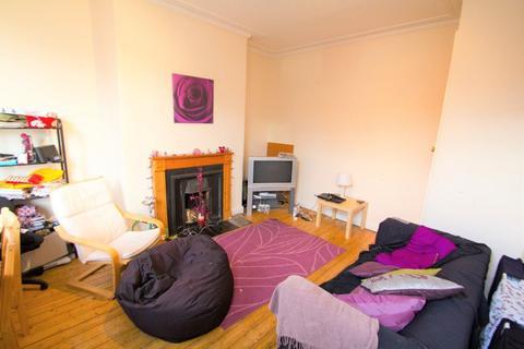 3 bedroom terraced house to rent - Beechwood Mount, Burley Park, LS4 2NQ