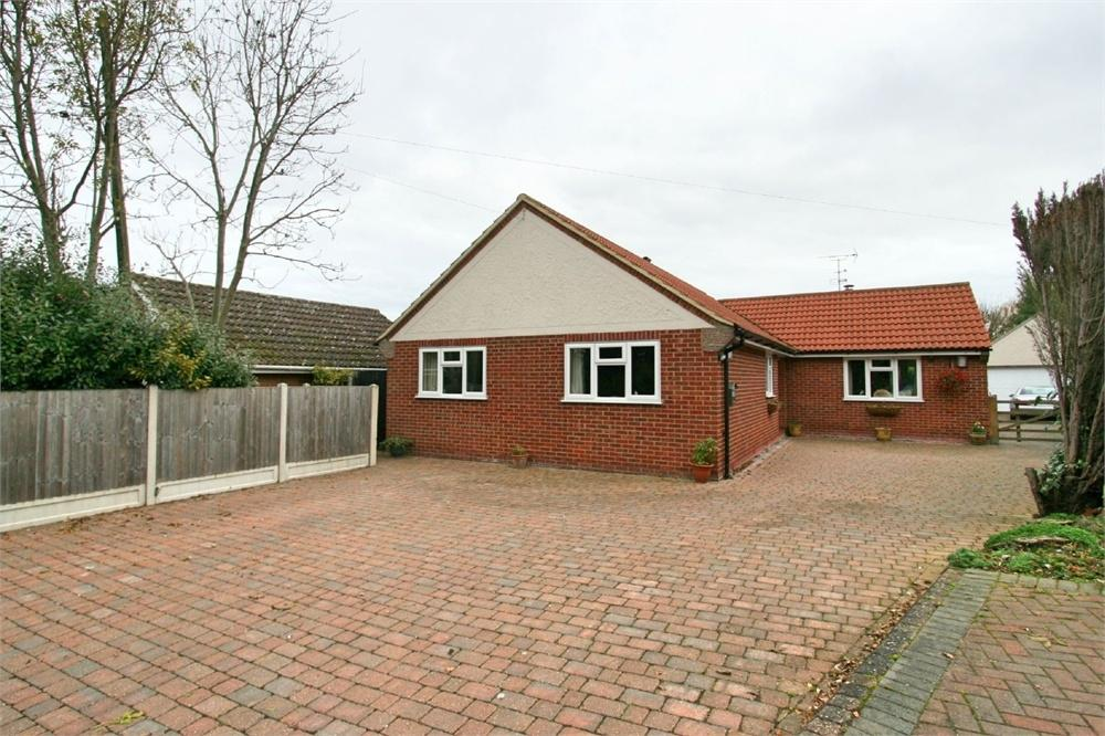3 Bedrooms Detached Bungalow for sale in Tudwick Road, Tiptree, Colchester, Essex