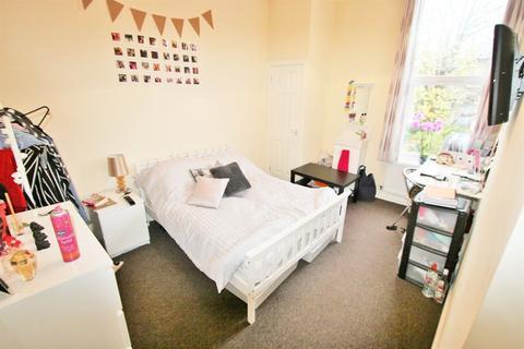 5 bedroom terraced house to rent - Victoria Road, Hyde Park, LS6 1DU