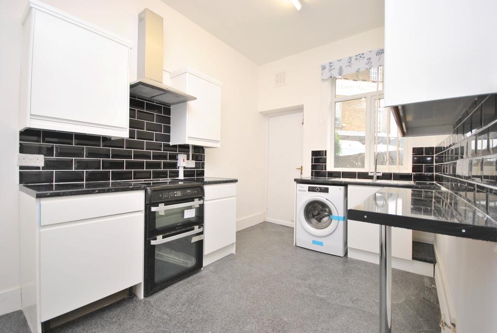 1 Bedroom Flat for sale in Shakespeare Road Herne Hill SE24