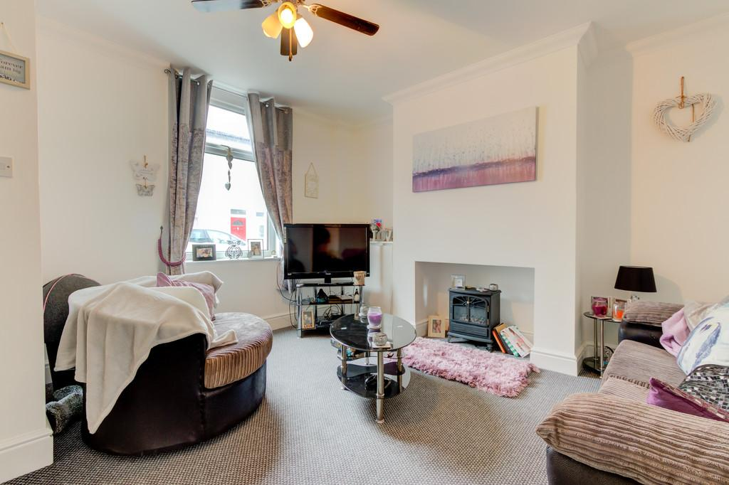 2 Bedrooms Terraced House for sale in Hapton Street