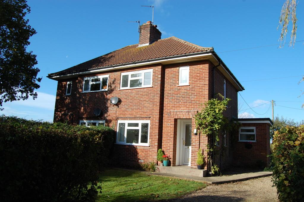 2 Bedrooms Semi Detached House for sale in Frettenham Road, Horstead