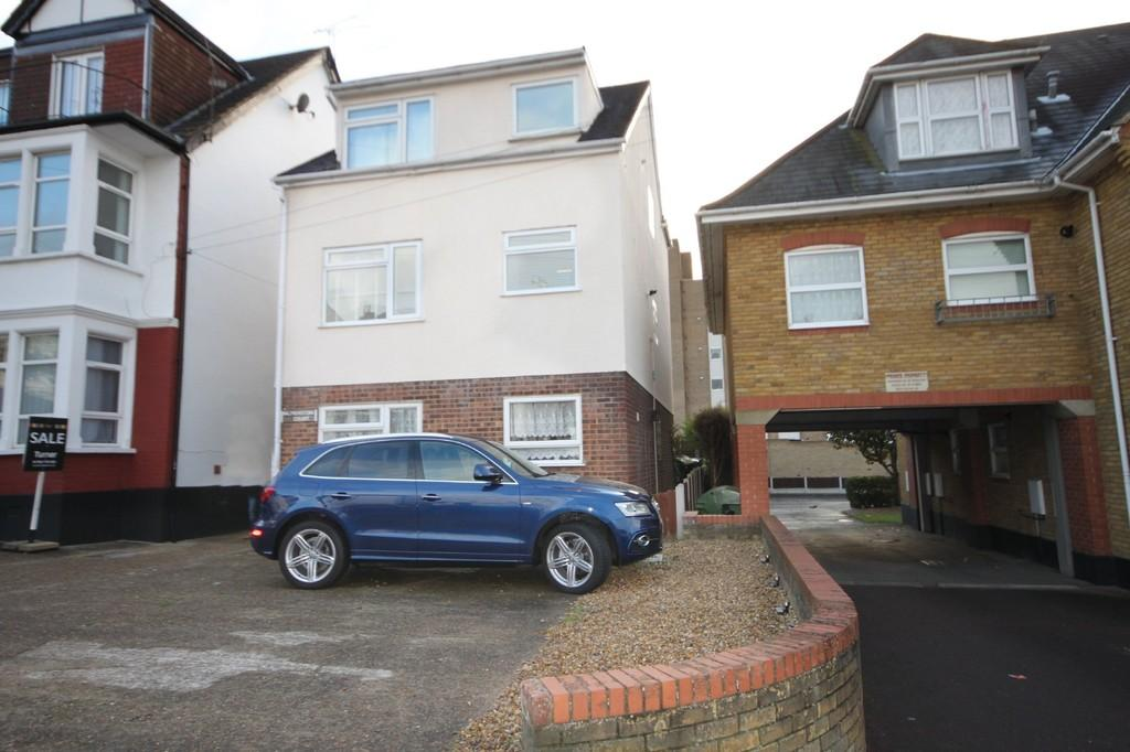 2 Bedrooms Flat for sale in Palmerston Road, Westcliff-on-Sea